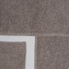toalla gris de algodón y fibra antimicrobiana